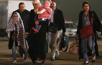 Cамолет с гражданами России и других стран из Йемена на аэродроме Чкаловский