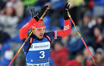 Антон Шипулин на финише масс-старта среди мужчин на Гонке чемпионов - 2015 по биатлону