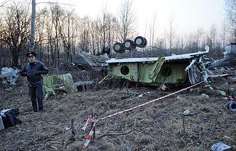 Обломки самолета Ту-154, упавшего в районе Смоленска, 11 апреля 2010 года