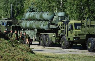 """Пусковая установка зенитной ракетной системы комплекса С-400 """"Триумф"""""""
