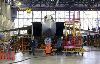 Самолет МиГ-31 в сборочном цеху