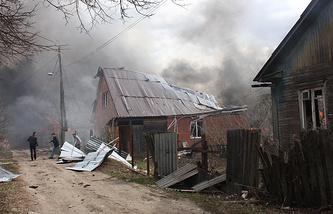 На месте пожара на складе магазина пиротехники в Орле