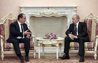 Президент Франции Франсуа Олланд и президент России Владимир Путин во время встречи в Ереване