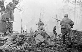 Советские солдаты во время уличного боя в Праге
