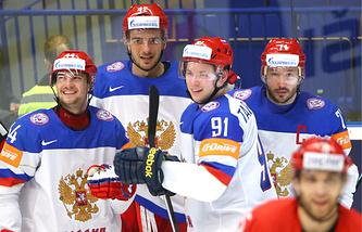 Игроки сборной России Егор Яковлев, Артем Анисимов, Владимир Тарасенко и Илья Ковальчук