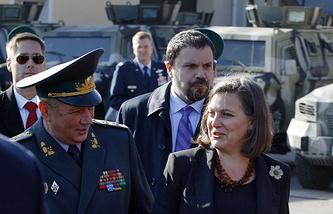 Помощник госсекретаря США по вопросам Европы и Евразии Виктория Нуланд и заместитель главы Госпогранслужбы Украины Виктор Назаренко