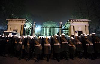 """Беспорядки во время ультраправого """"Марша независимости"""" в Варшаве (11 ноября, 2013 год)"""