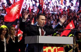 Премьер-министр Республики Македонии Никола Груевский во время выступления около здания Собрания