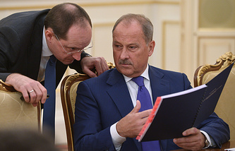 Глава Внешэкономбанка Владимир Дмитриев (справа)