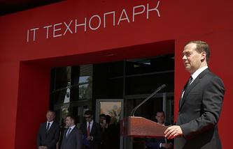Премьер-министр РФ Дмитрий Медведев на церемонии открытия технопарка