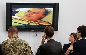 Александр Александров (на экране)
