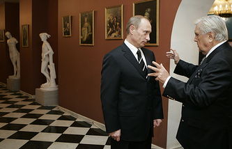 Президент России Владимир Путин и художник Илья Глазунов, 2006 год