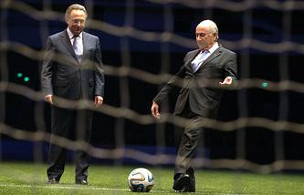 Министр спорта РФ Виталий Мутко и президент Международной федерации футбола (ФИФА) Йозеф Блаттер