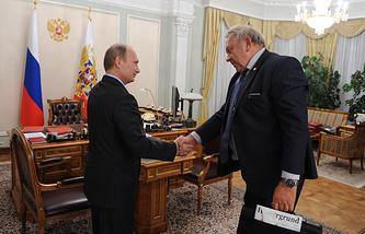 Президент России Владимир Путин и президент Российской академии наук Владимир Фортов