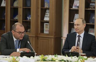 Генеральный директор информационного агентства ТАСС Сергей Михайлов и президент РФ Владимир Путин
