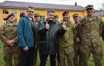 Посол США на Украине Джеффри Пайетт, президент Украины Петр Порошенко