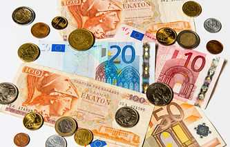 Греческие драхмы и евро
