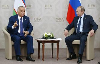 Президент Узбекистана Ислам Каримов и президент РФ Владимир Путин (слева направо) во время встречи в рамках саммита ШОС