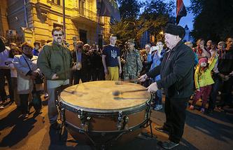 """Митинг сторонников """"Правого сектора"""" у здания администрации президента Украины"""
