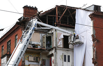 Разбор завалов на месте обрушения части жилого пятиэтажного дома в Перми
