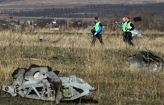 На месте крушения Boeing в  Донецкой  области, 6 ноября 2014 года