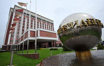 """Здание гостиницы """"Президент-Отель"""", где проходит заседание контактной группы по Украине"""