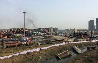 На месте взрыва на складе в Тяньцзинь