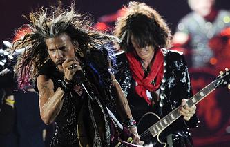 Лидер американской рок-группы Aerosmith Стивен Тайлер и гитарист Джо Пэрри