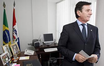 Сенатор Фернанду Колор ди Мел