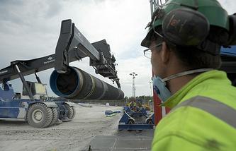 """Прокладка труб газопровода по дну Балтийского моря в рамках реализации проекта """"Северный поток"""". Май 2010 года"""
