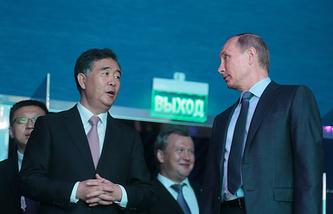 Вице-премьер Госсовета КНР Ван Ян и президент России Владимир Путин