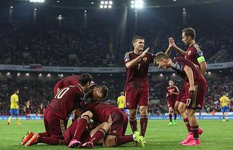 Футболисты сборной России после гола в ворота команды Швеции