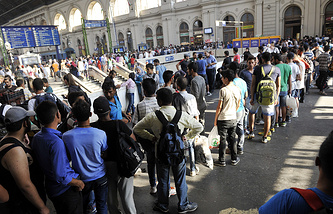 Беженцы на железнодорожном вокзале в Будапеште