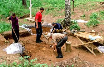 На месте раскопок вблизи Коптяковской дороги
