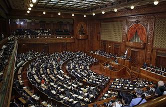 Верхняя палата японского парламента во время голосования