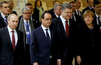 Президент России Владимир Путин, президент Франции Франсуа Олланд, президент Украины Петр Порошенко и канцлер Германии Ангела Меркель