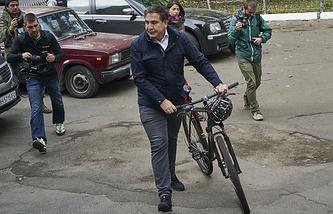 Губернатор Одесской области Михаил Саакашвили перед голосованием