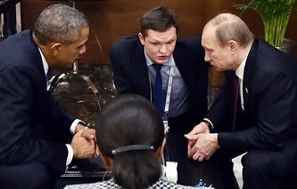 """Президент США Барак Обама и президент России Владимир Путин во время встречи на саммите """"Группы двадцати"""" (G20)"""