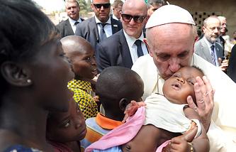 Папа римский Франциск во время визита в Центральноафриканскую Республику