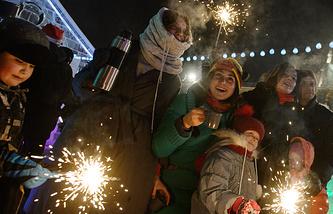 Екатеринбург. 1 января 2016. Жители города встречают Новый год.