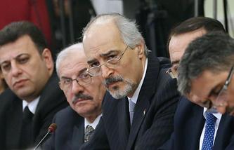 Постоянный представитель Сирии при ООН Башар Джаафари (в центре)
