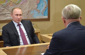 Президент России Владимир Путин и президент Российского союза промышленников и предпринимателей Александр Шохин (