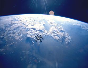 Фото станции, сделанное с шаттла Atlantis, после отстыковки, 1995 год