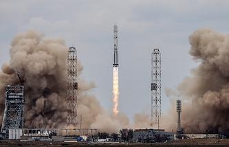 """Запуск ракеты-носителя """"Протон-М"""" с аппаратами совместной российско-европейской межпланетной миссии """"Экзомарс-2016"""" со стартовой площадки космодрома Байконур"""