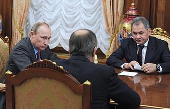 Президент РФ Владимир Путин, министр иностранных дел РФ Сергей Лавров и министр обороны РФ Сергей Шойгу