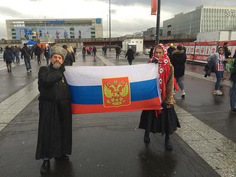 Болельщики сборной России перед началом матча с командой Франции