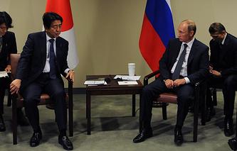 Премьер-министр Японии Синдзо Абэ и президент России Владимир Путин