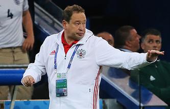 Главный тренер сборной России Леонид Слуцкий во время матча Евро-2016 против команды Англии