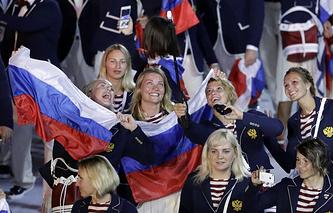 Члены олимпийской сборной России во время церемонии открытия Игр-2016