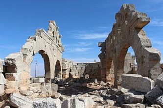 Руины Джабал Семаана в окрестностях Алеппо